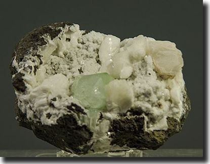 fluorapophyllite, natrolite, stilbite from India