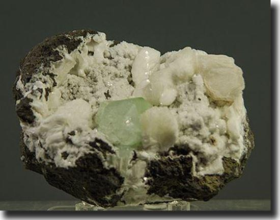 fluorapophyllite, natrolite, stilbite from India